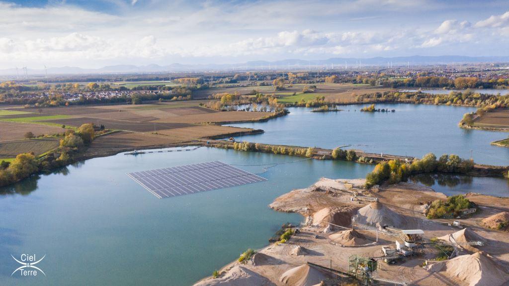 Deutschlands größte schwimmende PV-Anlage auf einem Baggersee